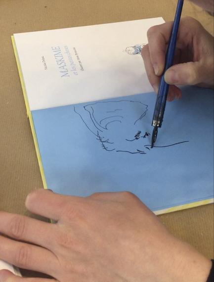 """Irène Bonacina dédicace le roman de Nicolas deleau, """"Maskime et les petites choses"""", publié aux Éditions des Éléphants en 2019"""