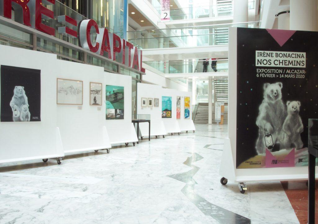 """Exposition """"Nos chemins"""" d'Irène Bonacina à la médiathèque de l'Alcazar février 2020, avec Albin Michel jeunesse et la scénographe Lénaïck Durel"""